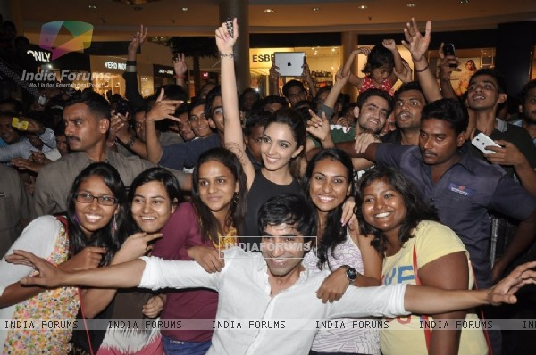 Kiara and arfi get clicked with their fans at Viviana Mall in Thane