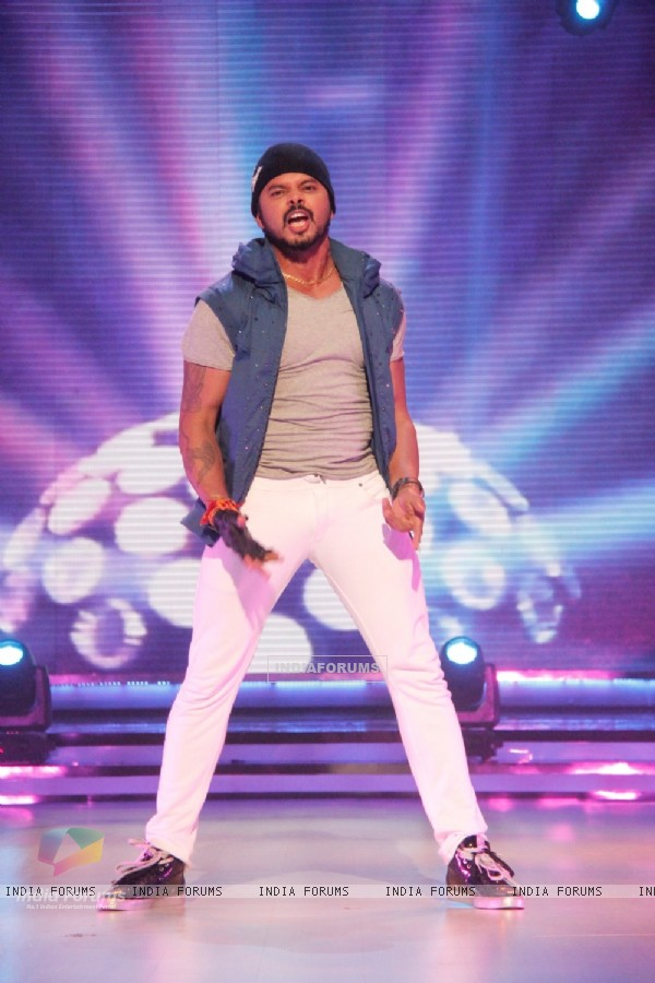Sreesanth performs at the Launch of Jhalak Dikhhla Jaa Season 7