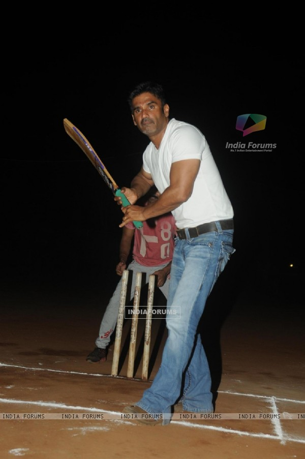 Suniel Shetty was at the Cricket Match between Singers and the Cast of 'Desi Katte'