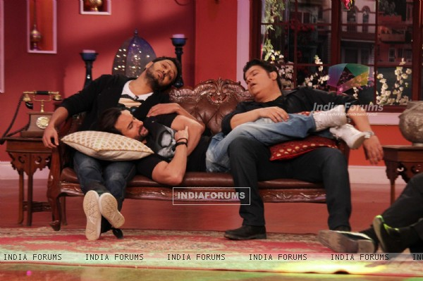 Riteish, Saif and Sajid take a quick nap on Comedy Nights with Kapil