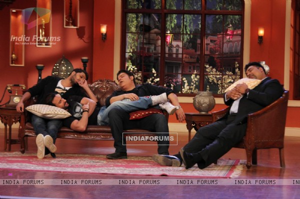 The Humshakals team take a nap on Comedy Nights with Kapil