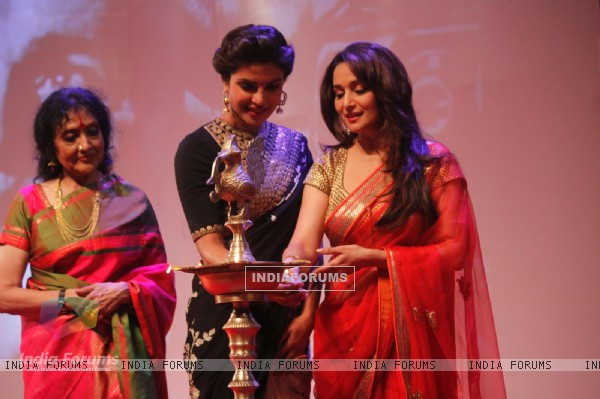 Priyanka Chopra & Madhuri Dixit light the lamp at the launch