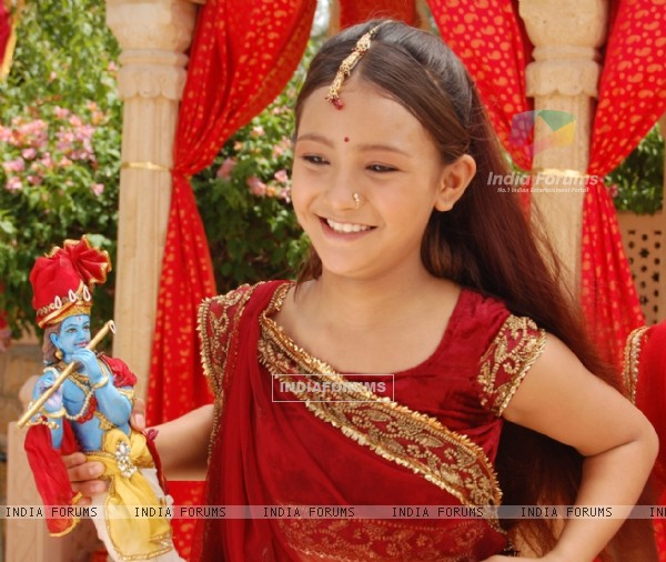 Aashika as Meera with Krishna Idol