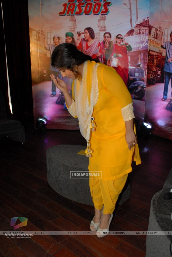 Vidya does an aadab at the Bobby Jasoos Prees Meet
