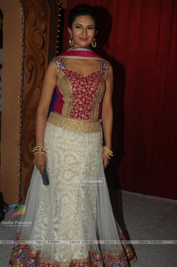 Divyanka Tripathi at Star Parivaar Awards 2014