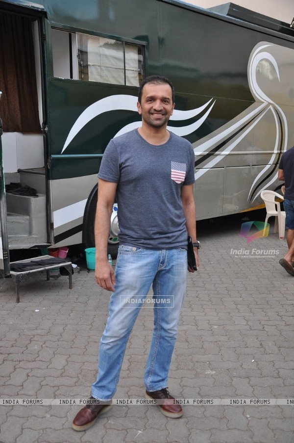 Atul Kasbekar at the Promotions of Bobby Jasoos