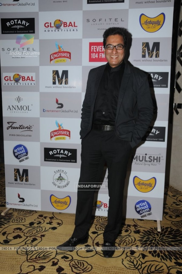 Talat Aziz at the Music Mania event