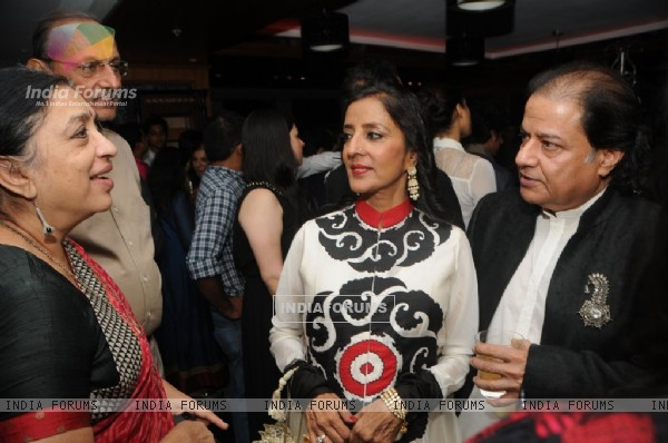 Medha and Anup Jalota talking with the guests at the Music Mania Event