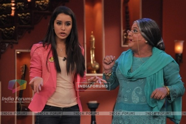 Shraddha Kapoor with Dadi on Comedy Nights With Kapil