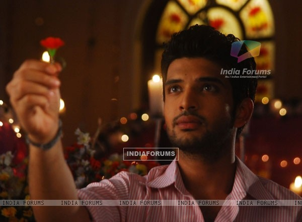 Arjun with a red rose in Kitani Mohabbat Hai