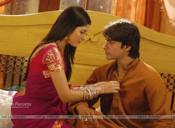 Romantic scene of Salil and Purbi in Kitani Mohabbat Hai