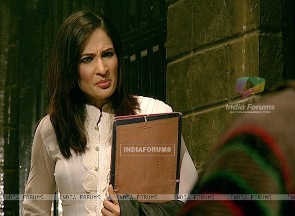 Rakshanda Khan as a lawyer in Kitani Mohabbat Hai