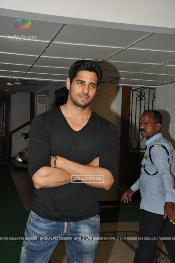 Sidharth Malhotra celebrates Ek Villain success
