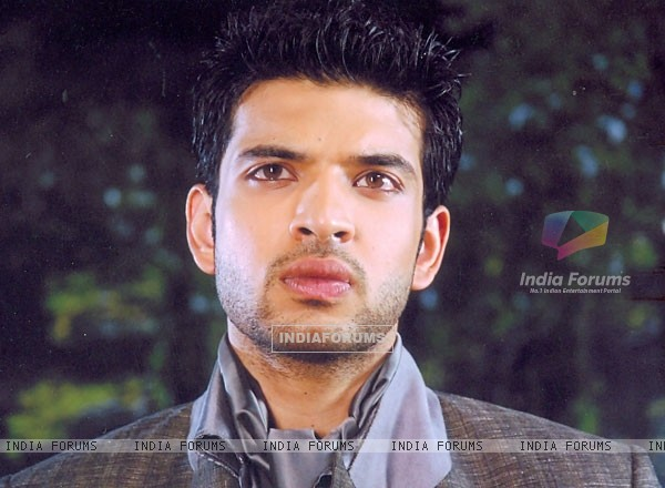 Karan Kundra looking hot