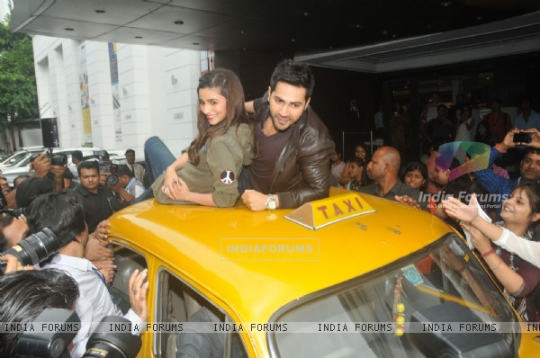 Varun Dhawan and Alia Bhatt take a ride on top of a cab at Kolkata