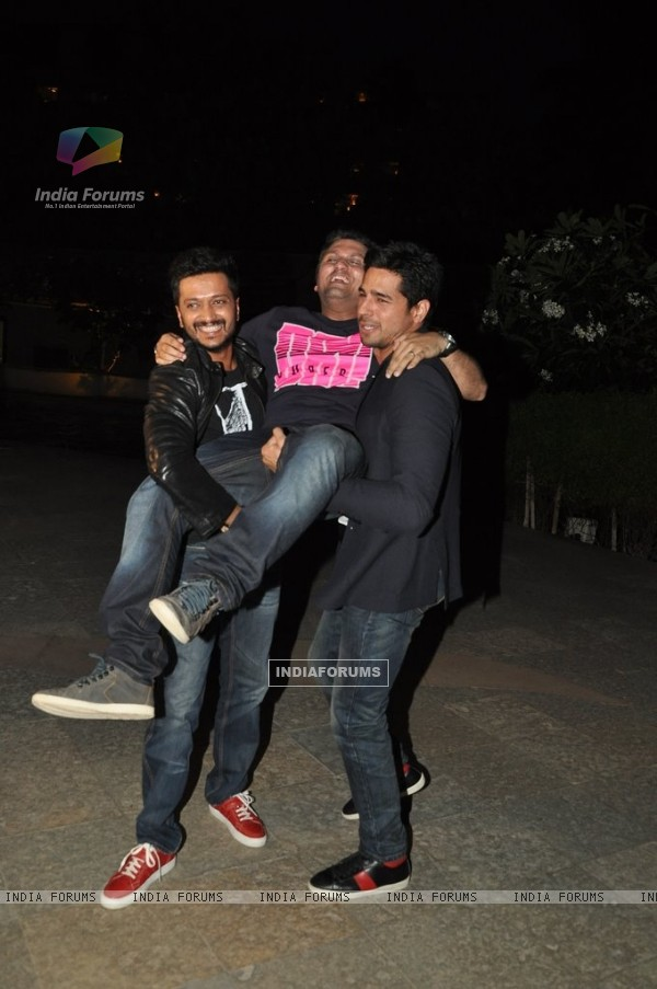 Riteish and Sidharth carry Mohit at the Success Party of Ek Villain