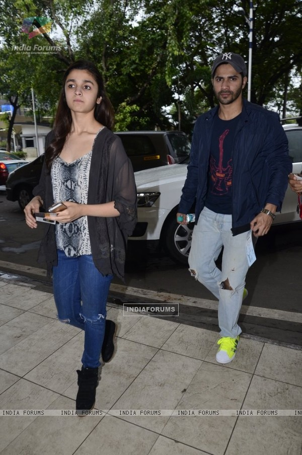 Alia & Varun leave for Humpty Sharma Ki Dulhaniya promotions at Hyderabad
