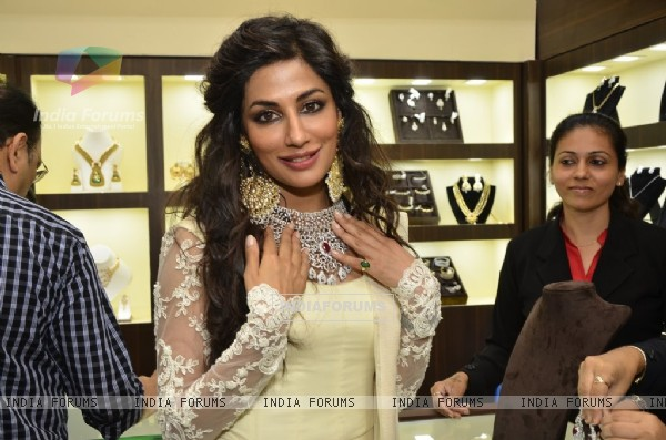 Chitrangda Singh poses with the designer jewelry