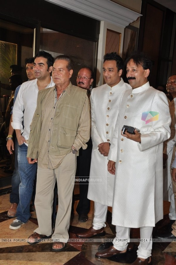 Salim Khan and Arbaaz Khan were at Baba Siddiqie's Iftar Party