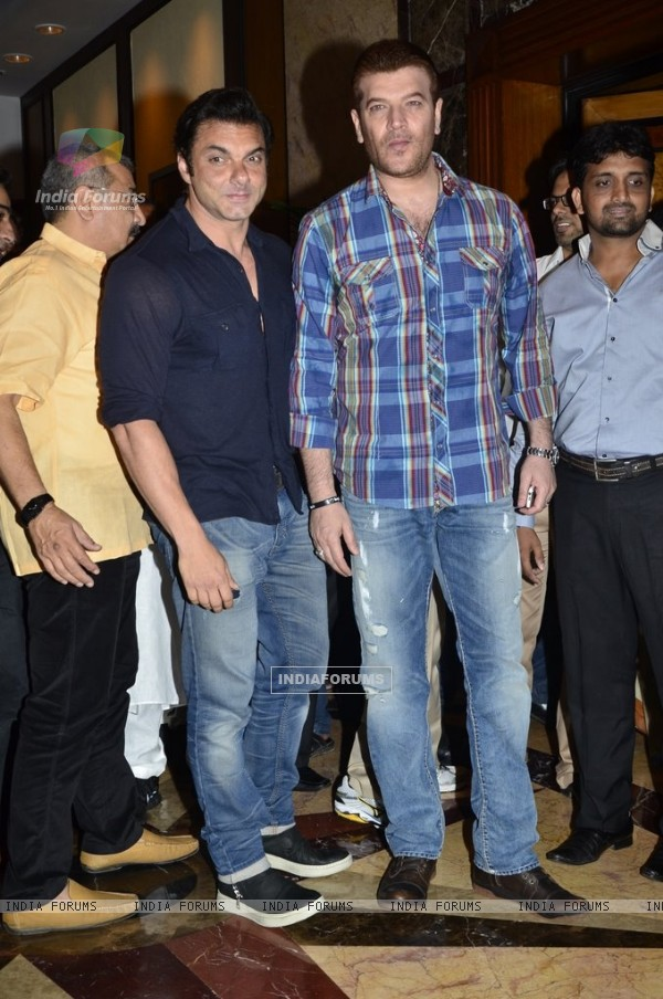 Sohail Khan and Aditya Pancholi at  Baba Siddiqie's Iftar Party