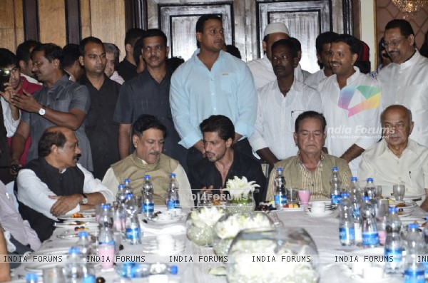 Shah Rukh Khan and Salim Khan at  Baba Siddiqie's Iftar Party