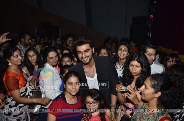 Arjun Kapoor poses with his fans at Shaimak Dawar's Dance show