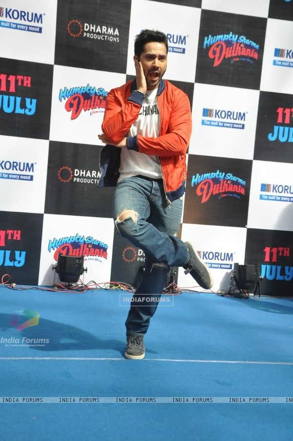 Varun Dhawan in his dramatic pose at Korum Mall,Thane