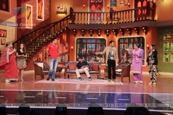 Irfan and Yusuf Pathan with the cast of Comedy Nights with Kapil