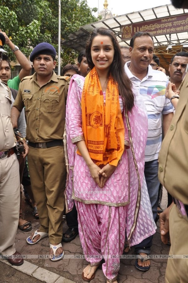 Shraddha Kapoor poses for the camera at Siddhivinayak