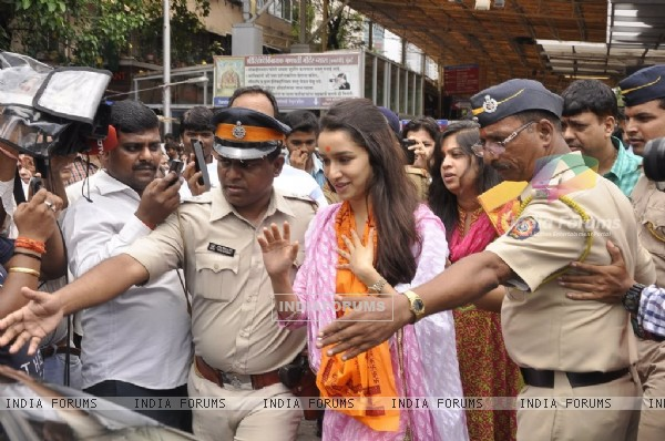 Shraddha Kapoor was spotted at Siddhivinayak