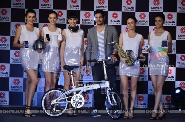 Sidharth Malhotra poses with the Models at Taiwan Excellence launch