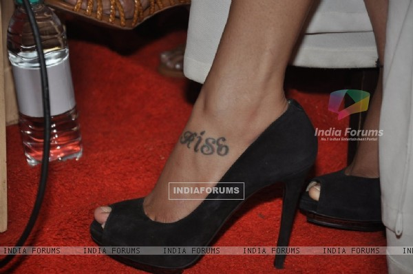 "Shruti Haasan spotted with a ""Kiss"" tattoo at Rashmi Shetty's book launch"