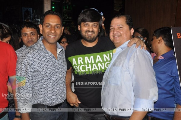 Wajid Ali poses along with friends at Ankit Tiwari's Live Concert