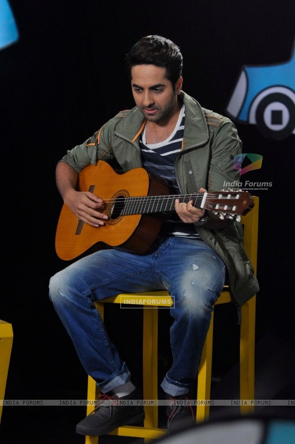Ayushmann Khurrana performs on Captain Tiao