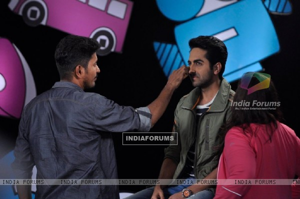 Ayushmann Khurrana gets his make up touched up on Captain Tiao