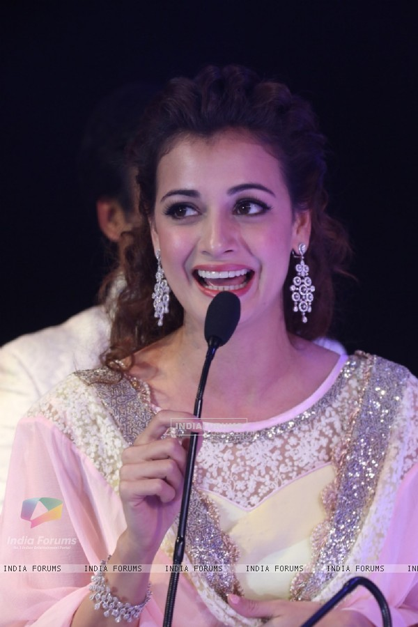 Dia Mirza addresses the audience at the Teach for Change 2014 Fashion Show