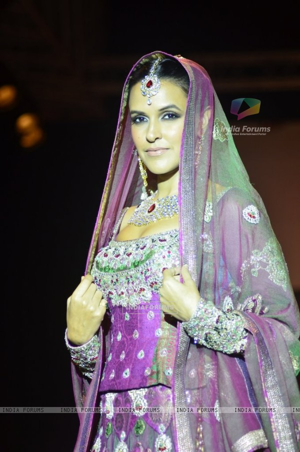 Neha Dhupia dazzels the ramp at IIJW 2014 - Day 1