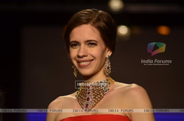 Kalki Koechlin dazzels the ramp at IIJW 2014 - Day 1