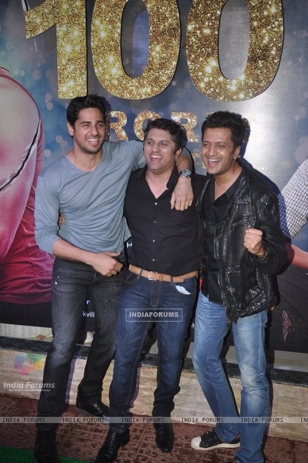 Sidharth, Mohit and Riteish pose for the camera at the Success Bash of Ek Villain