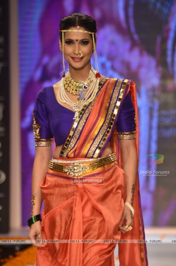 A model walks the ramp as a Maharashtrian bride at the IIJW 2014 - Day 2