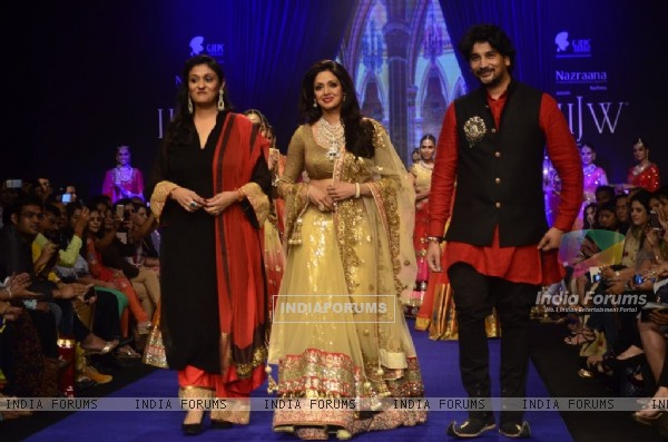 ​Sridevi walks the ramp for Golecha Jewels at the IIJW 2014 - Day 3
