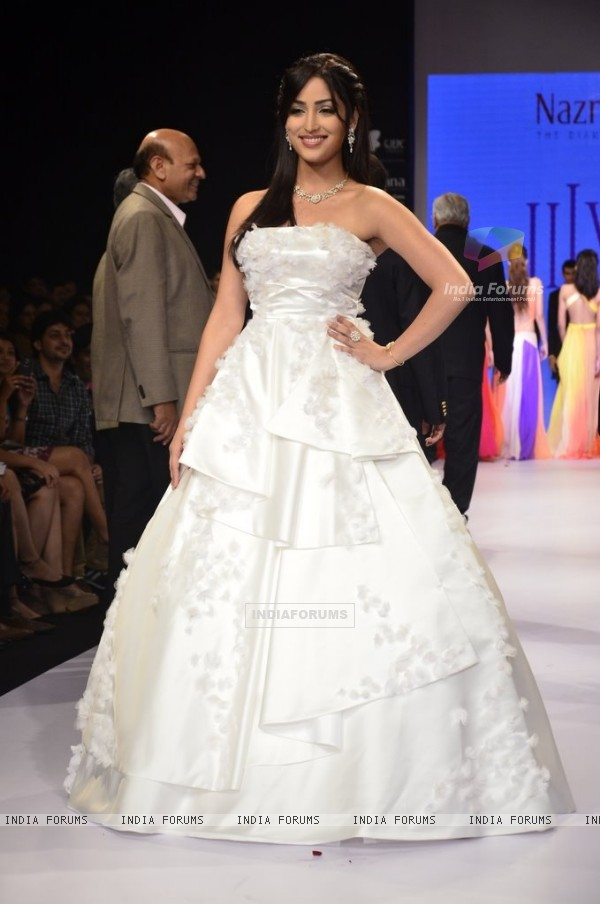 Yami Gautam walks the ramp for Nazrana by Rio Tinto at the IIJW 2014 - Day 3