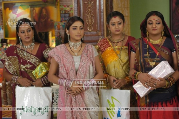 Manjula,Parul, Alpa and Rajeshwari looking upset