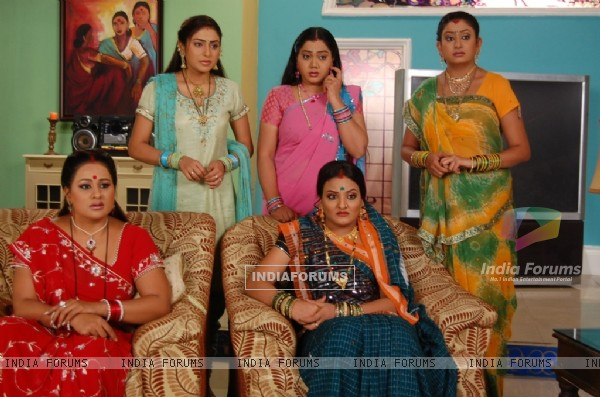 Manjula,Parul, Alpa, Jalpa and Rajeshwari looking confused