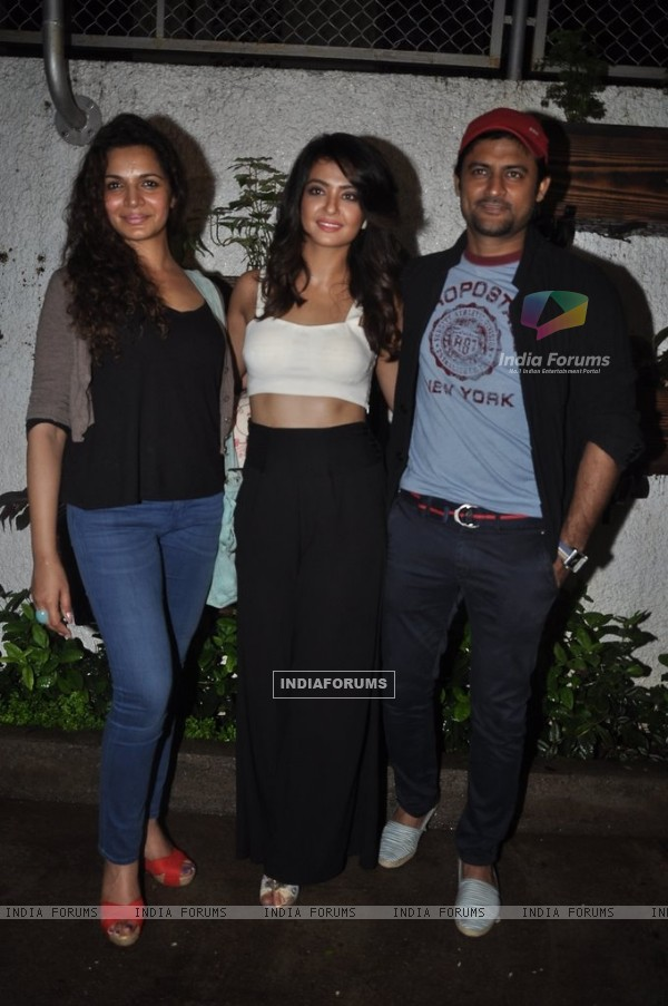 Surveen poses with Shweta and Manav at the Screening of Hate Story 2