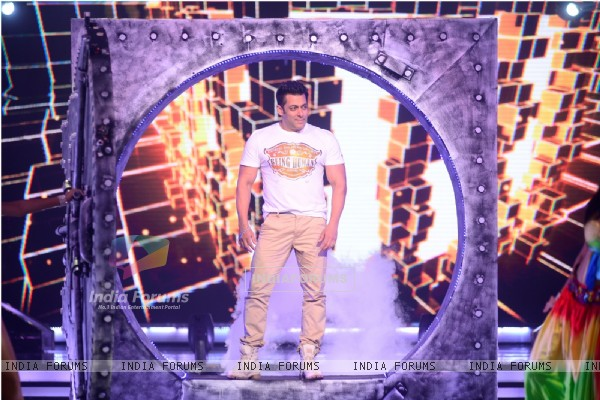 Salman Khan at the Promotions of Kick on Jhalak Dikhhla Jaa