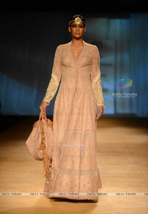 Carol Gracias walks the ramp at Indian Couture Week - Grand Finale