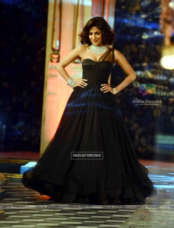 Chitrangda Singh walks the ramp at Indian Couture Week - Grand Finale