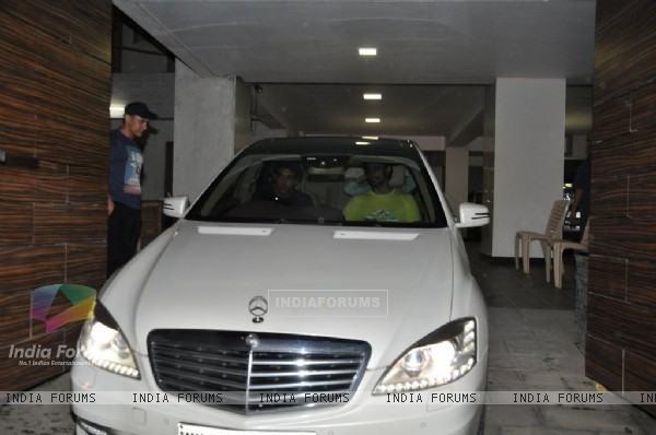 Hrithik Roshan and Kunal Kapoor spotted leaving Aamir Khan's home