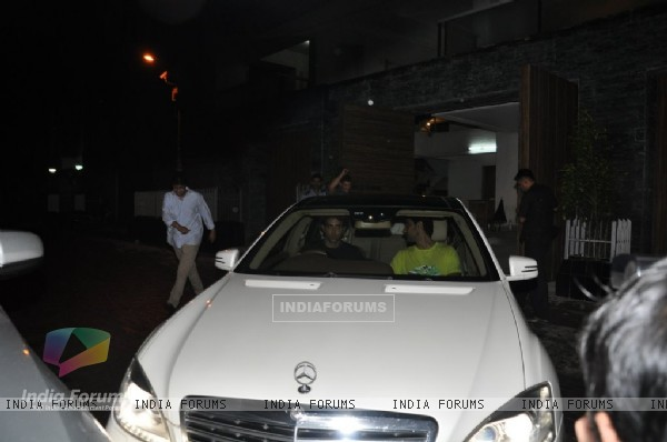Aamir spotted waving goodbye to his guests